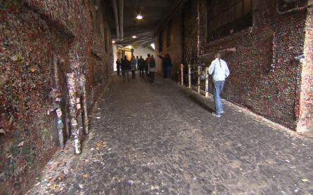 Seattle to clean popular Gum Wall