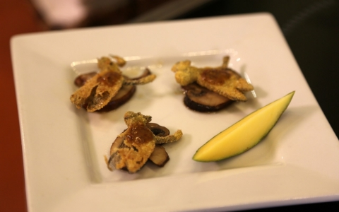 Fried dragonflies are served with mushrooms.