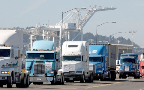Truckers protesting at the Port of Oakland in 2002. Getty Images/ Justin Sullivan